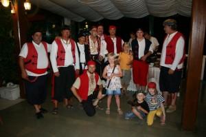 Caroline e Ida con i pirata