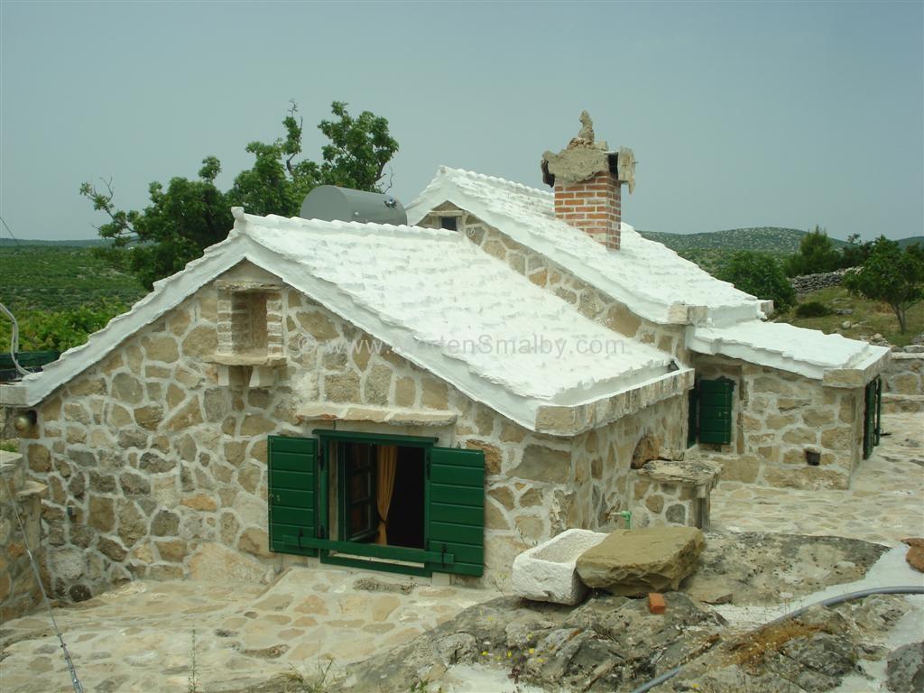 Vacanze isola di brac isola di brac croazia for Case di pietra davanti
