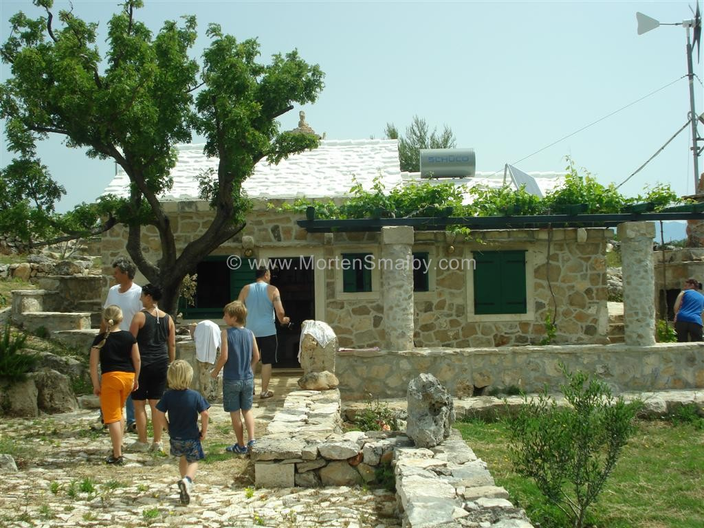 Vacanze isola di brac isola di brac croazia for La pietra tradizionale casa santorini