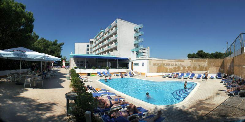 Hotel-Pula-piscina