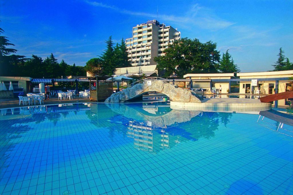Porec-Hotel-Diamant-piscina