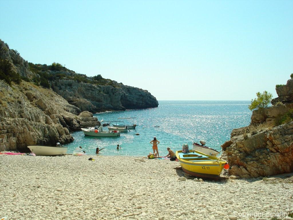 Spiaggia all'isola di Vis